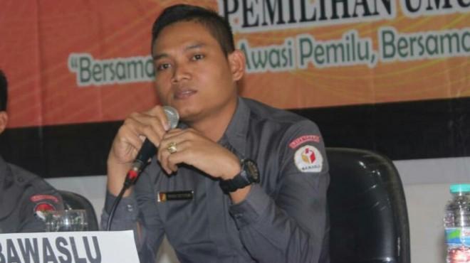 Indra Tritusian Ketua Bawaslu Batanghari.