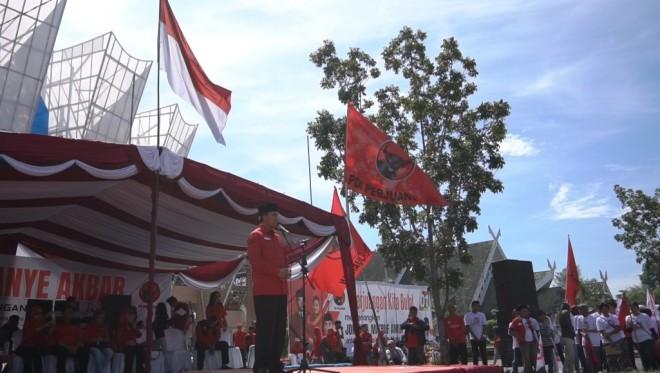 Kampanye dan Apel Siaga Akbar PDI Perjuangan di Halaman GOR Kotabaru, Sabtu (13/4).