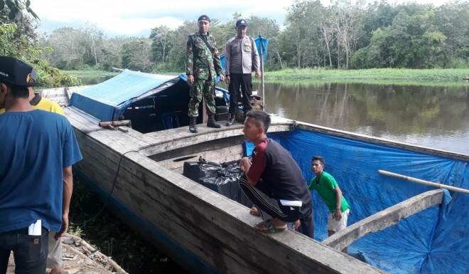 TNI-Polri Kawal Pengiriman Surat Suara di Perairan Sungai Batanghari. Foto : Ist