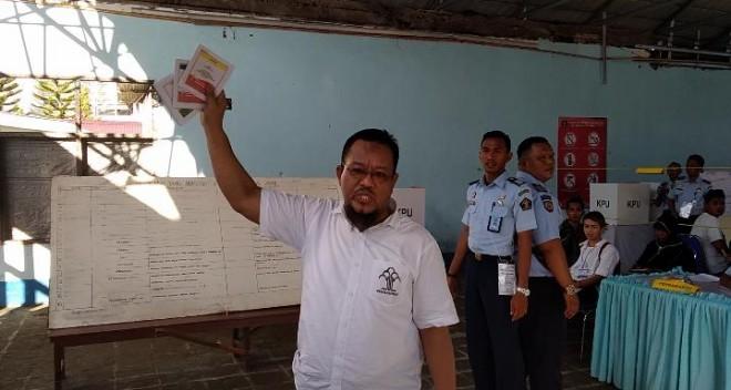 Supriono mantan anggota DPRD provinsi Jambi, dirinya naik pitam saat tahu bahwa suara suara untuk Paslon presiden telah hanis, pasalnya dia sendiri belum mengunakan hak suaranya.