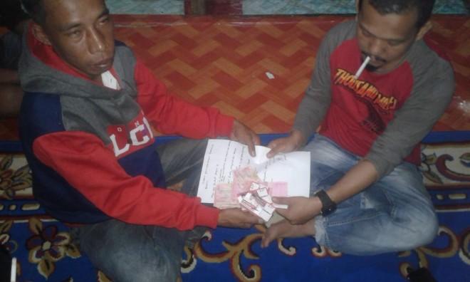 Dua Orang Timses Caleg saat Diamankan. Foto : Hadinata / Jambiupdate