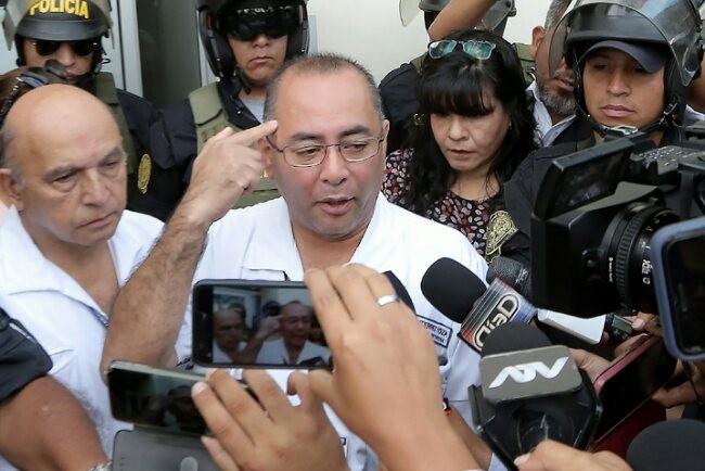 Tim dokter menjelaskan kondisi Alan Garcia yang kritis dan akhirnya tewas di rumah sakit. Foto: AFP