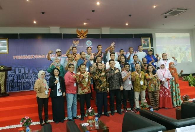 Jurnalis Jambi Ekspres (Jambi Update Group) Foto bersama dengan ketua MK RI Dr. Anwar Usman S.H., M.H dalam pelatihan Peningkatan Pemahaman Hak Konstitusi Warga Negara di Cisarua Bogor 22-25 April 2019.