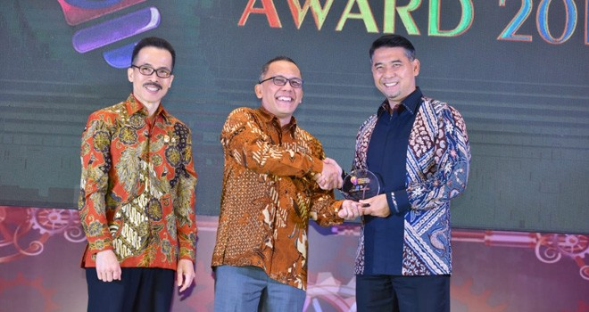 Walikota Fasha menerima penghargaan Indonesia Innovation Award 2019 yang diselenggarakan oleh Kementerian Riset dan Teknologi Republik Indonesia. Foto : Ist