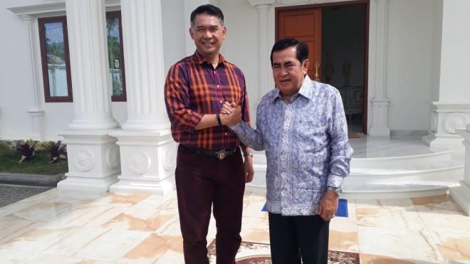 Walikota Fasha dan Walikota Sungai Penuh Asafri Jaya Bakri (AJB) di kediaman pribadi AJB di Tanah Kampung.