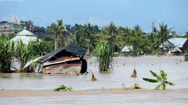 BANJIR: Sejumlah daerah dilanda banjir. Di Bengkulu mengakibatkan 29 orang meninggal dan di Sulteng ribuan rumah jebol diterjang air. (WAHYU/RAKYAT BENGKULU/Jawa Pos)