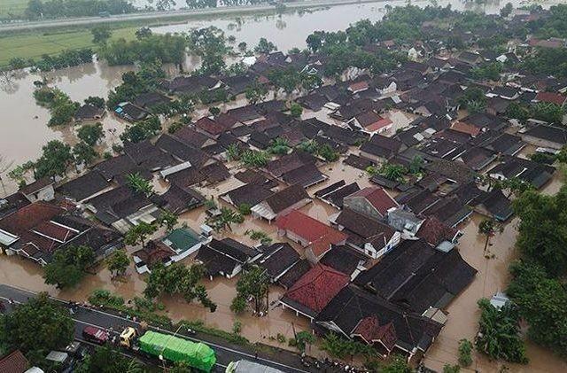 Banjir yang melanda Jawa Timur beberapa waktu lalu. (Rendra Bagus Rahadi/Jawa Pos Radar Madiun)