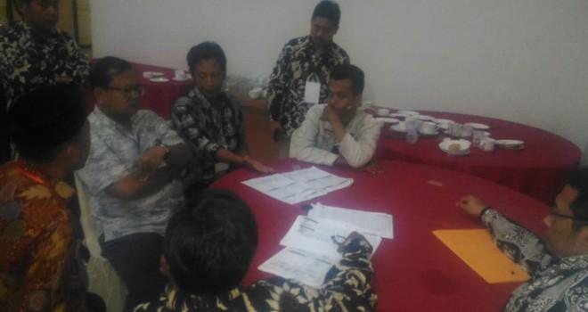 Suara Berkurang Di DA1, Saksi Perindo Layangkan Protes. Foto : Faizarman / Jambiupdate