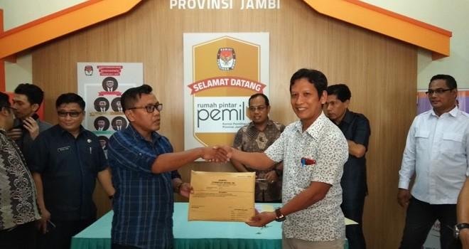 KPU Kota Jambi menyerahkan hasil pleno tingkat Kota Jambi ke KPU Provinsi Jambi kemarin (7/5). Foto : Safwan / Jambiupdate