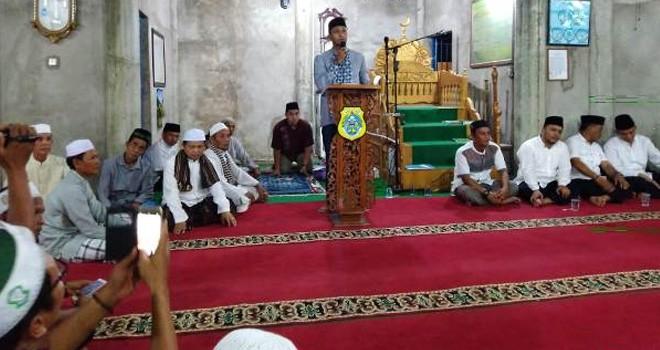 Tim Safari Ramadhan saat datang ke Desa Sungai Itik, Kecamatan Sadu.