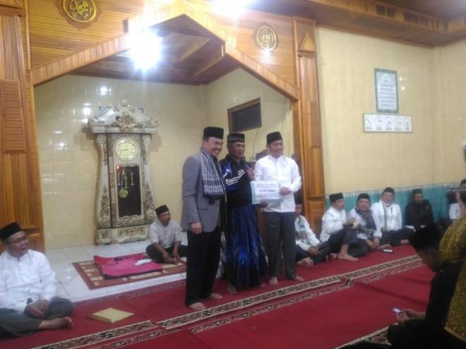 Bupati Kerinci saat melakukan kegiatan Safari Ramadhan.