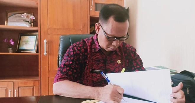 Plt Kepala Disbunnak Batanghari, Irwan AM.d SP. Foto : Reza / Jambiupdate