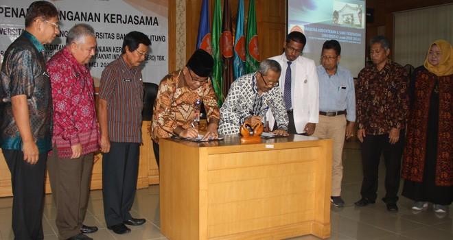 Penandatangan kerjasama antara Unja dan UBB oleh masing-masing rektor dari kedua perguruan tinggi.
