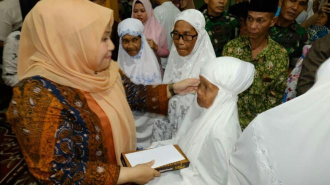 Hj Masnah Busro SE,  saat Safari Ramadhan