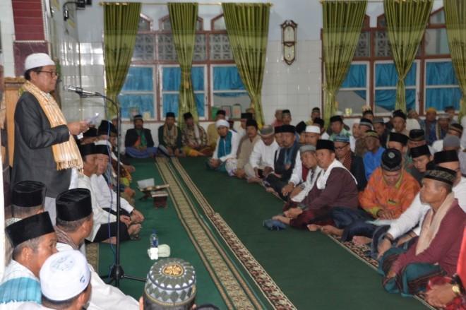 Gubernur Jambi, Fachrori Umar, dalam momentum Safari Ramadhan mempererat kebersamaan ulama dan umara.