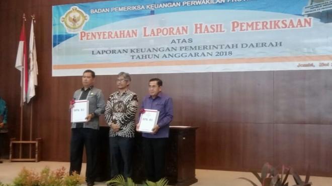 Walikota Sungai Penuh Menerima OpiniWTP Lima Kali Berturut-turut dadi Kepala BPK RI Perwakilan Jambi. Foto : Gusnadi / Jambiupdate