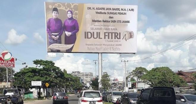 Baliho AJB di kawasan Jalan Pattimura, Kenali Besar, Kota Jambi.