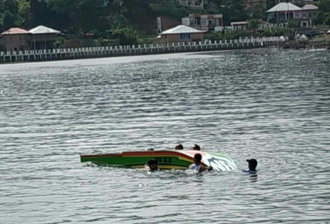 Speed Boat yang terbalik di Danau Kerinci jumat(7/6)