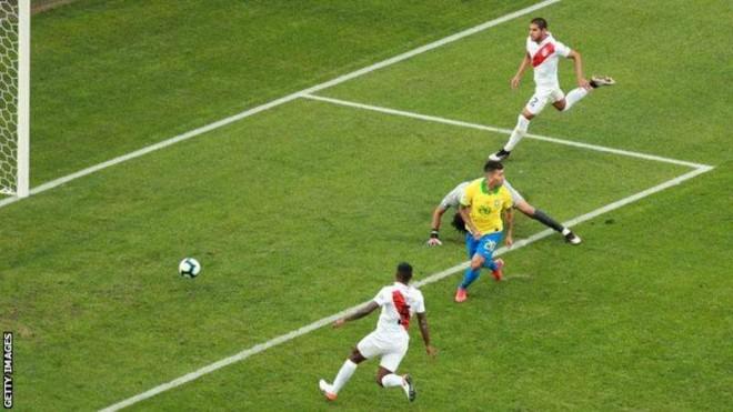 Roberto Firmino mencetak gol kedua Brasil/Getty Images.