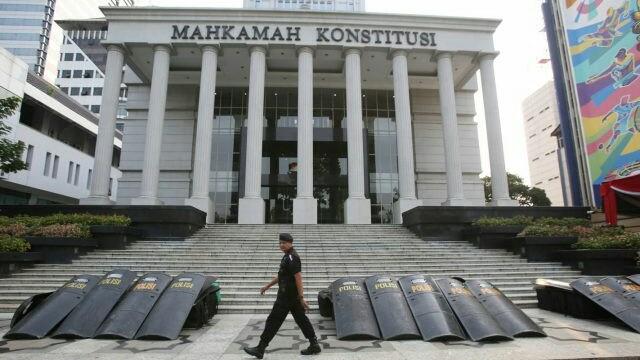 Polda Metro Jaya mengerahkan 47 ribu aparat gabugan untuk memberikan pengamanan Gedung MK pada saat sidang putusan sengketa Pilpres 2019. (Miftahulhayat/Jawa Pos)