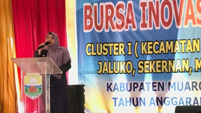Bupati Muaro Jambi Hj. Masnah Busro SE, saat membuka secara resmi acara Bursa Inovasi Desa (BID) Cluster I.