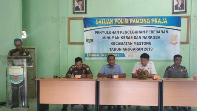 Satuan Polisi Pamong Praja (Pol PP) Kabupaten Muaro Jambi melaksanakan penyuluhan di Kecamatan Mestong.