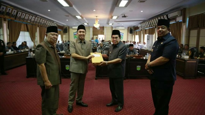 Walikota Sungai Penuh H. Asafri Jaya Bakri( AJB),  Rapat Paripurna Dewan Perwakilan Rakyat Daerah Kota Sungai Penuh.