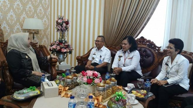 Bupati Kabupaten Muarojambi, Hj. Masnah Busro SE pada Rabu (26/6) siang menyambut kedatangan dari Kepala Kantor Wilayah Kementerian Hukum dan Ham Provinsi Jambi, Agus Nugroho Yusuf beserta rombongan.