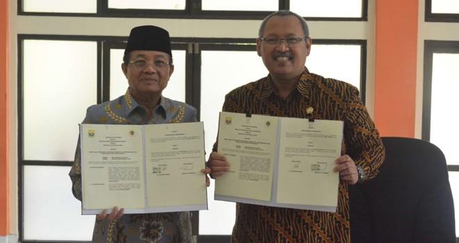 Gubernur Jambi Dr.Drs.H Fachrori Umar,M.Hum dan Ketua STPN. Foto : Humas For Jambiupdate