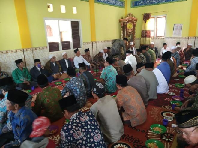 Halal bi Halal di Gedung Pengajian Jamaah Sathariah Kerinci di Desa Bunga Tanjung