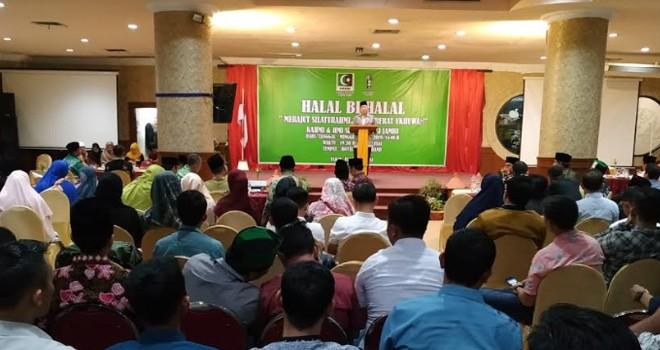 Halal bihalal di aula hotel Abadi Grand, Minggu malam (30/6). Acara ini di hadiri ratusan kader dan alumni dari 11 Kabupaten/kota dalam Provinsi Jambi. Foto : Faizarman / Jambiupdate