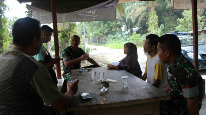 Danramil Kapten Inf Rilman tetap Sosialisasi TMMD ke -105 kepada masyarakat Desa Ladeng Peris.