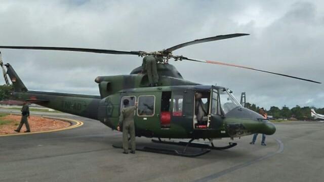 Salah satu dari dua helikopter Bell 412 milik Penerbangan TNI AD yang dipersiapkan di Timika untuk membantu melakukan pencarian helikopter MI-17V5 callsign HA5138 yang lost contact sejak Jumat (28/6). (Pendam XVII/Cenderawasih for Cenderawasih Pos).