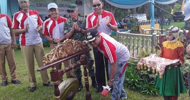 Wakil Bupati Robby Nahliyansyah saat membuka kegiatan O2SN dan FLS2N Tingkat SD se Kabupaten Tanjabtim.
