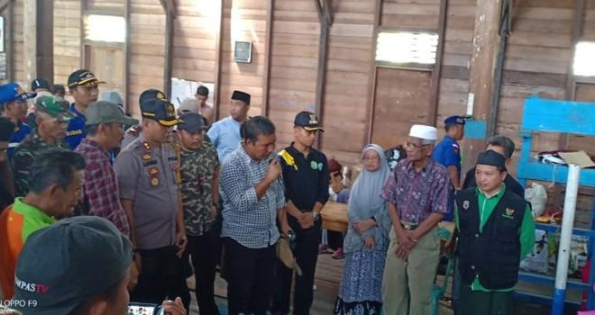 Bupati Romi dan Rombongan Kunjungi Korban Kebakaran Pangkal Duri.