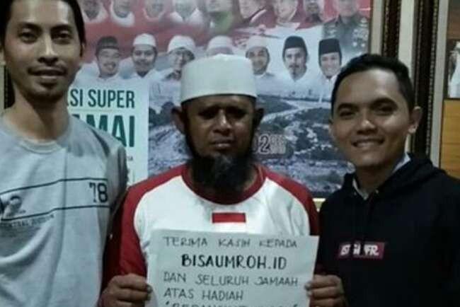 Ishak mendapat berkah atas perjuangannya. Sebuah organisasi keagamaan, Bisaumroh.id mendatangi Ishak ke Masjid Al Munawaroh dan memberi hadiah ibadah umrah.