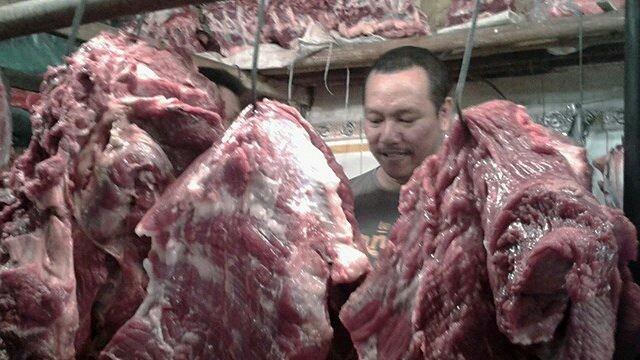 ILUSTRASI DAGING: Aparat kepolisian menyita daging impor karena diduga tidak higienis. Pemicunya penyimpanan yang tidak standar. (Dok. JawaPos.com)
