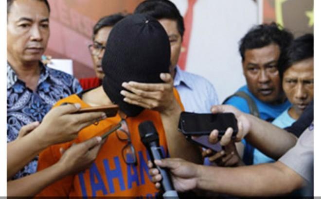 Oknum guru cabul saat diamankan Polisi. Foto : JPG