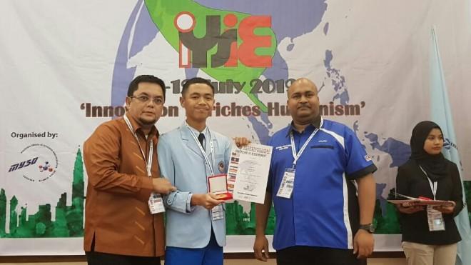 Abdurrahman Sayoeti dalam International Young Inventore and Exhibition-IYSIE 2019 di Kualalumpur, Malaysia.
