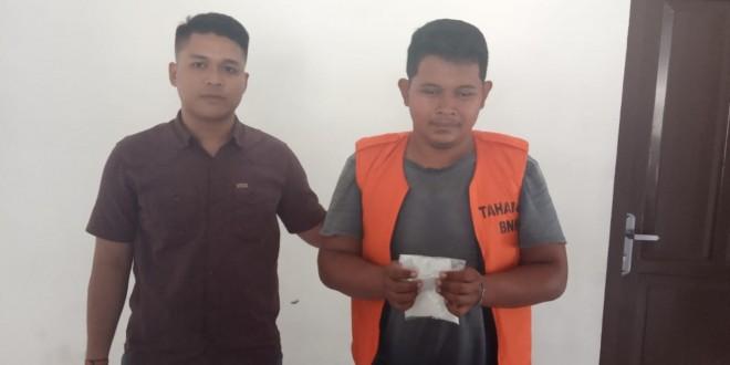 Sutrisno aliai ST diamankan bersama barang bukti berupa sabu seberat105,30 gram. Foto : Ist
