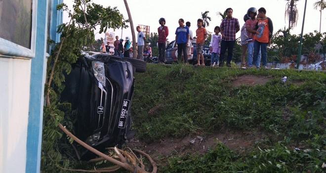 Honda CRV BH 1052 MG yang mengalami kecelakaan dekat dengan Kandang HARIMAUTaman Rimba. Foto : Ist