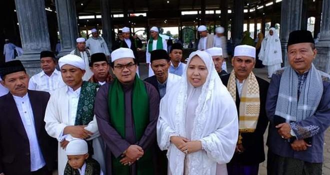 Bupati Masnah Sholat Idul Fitri di Kumpe, Gelar Open House di Rumdis.
