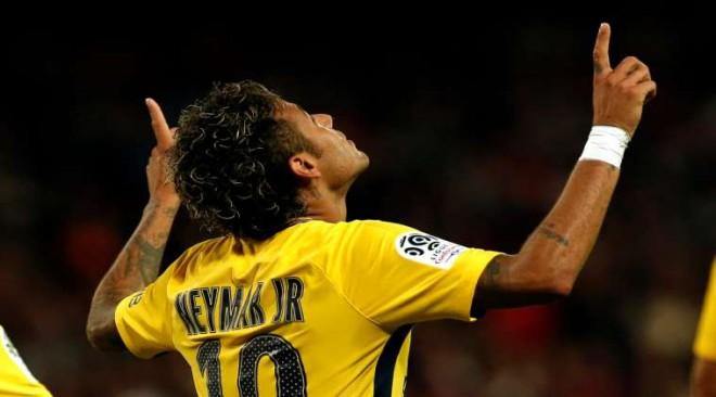 Neymar menjadi pusat pemberitaan musim panas ini/AP Photo/Kamil Zihnioglu