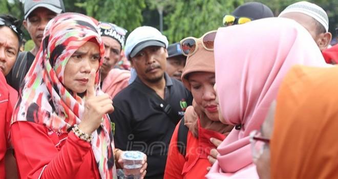 Ketum Honorer K2 PHK2I, Titi Purwaningsih. Foto : Ricardo / JPNN