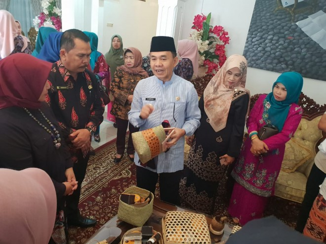 Akan Tampil Saat Festival di Solo, Anyaman Bambu Kerinci Dilirik Be Kraf RI.