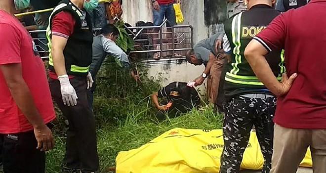 Mayat yang ditemukan di selokan pembuangan air, Minggu (21/7/2019).