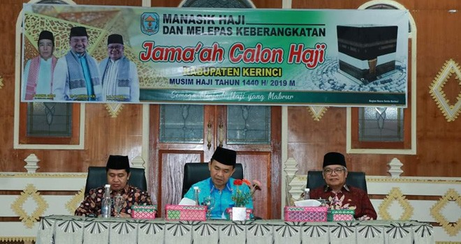 Bupati Kerinci H. Adirozal, Menghadiri Pelaksanaan Manasik dan Melepaskan Keberangkatan Jamaah Calon Haji (JCH) kabupaten Kerinci, pada Kamis (25/07).