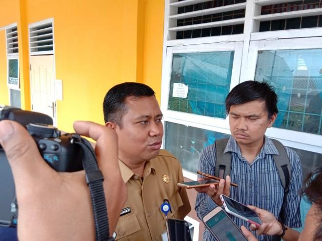Kabid SMA Diknas Provinsi Jambi Mukti saat diwawancarai wartawan beberapa waktu lalu
