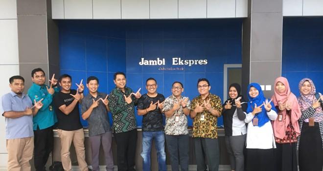 Foto bersama BPS Provinsi Jambi saat Berkunjung Ke Jambi Ekspres, Jumat (26/7). Foto : Iwan Kurniawan / Jambiupdate