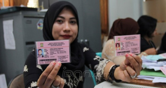 kartu identitas anak alias KIA berbasis daring atau online. Foto : Kaltim Post